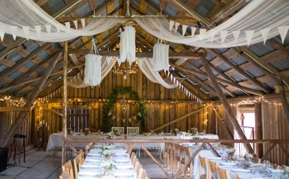 Bröllop i en vacker gammal lada