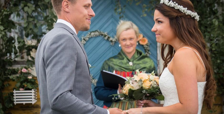 Bröllop i lada, Bröllopsfotograf Säter Dalarna Fru Thorsell Fotografi